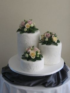 Three cakes on one platform, an alternative to elevating them separately. Just not this texture or flowers