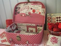 Sewing Box, Love Sewing, Fun Crafts, Diy And Crafts, Cardboard Paper, Cardboard Crafts, Vintage Suitcases, Sewing Baskets, Paper Organization