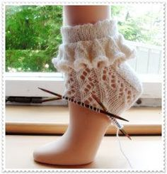 Crochet Patterns Mittens Frilla AND Lace Pattern Yarn of Supergarne Circular Needle and Na … Crochet Socks, Knitted Slippers, Knitting Socks, Hand Knitting, Knitting Patterns, Knit Crochet, Crochet Basket Pattern, Patterned Socks, Boots
