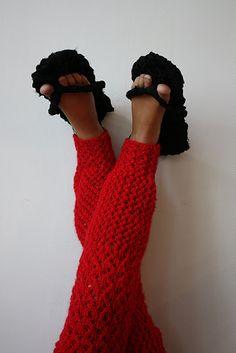 Knitted leggings and flipflops
