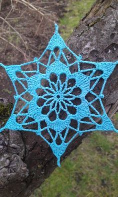 Make magic ring. Round 12 sc in ring. Pull magic ring tight, sl st in first sc. Round Ch 1 dc in next sc. *Ch 1 dc in next sc*. Repeat from * to * 9 more times. End with ch 1 dc in Crochet Snowflake Pattern, Christmas Crochet Patterns, Crochet Stars, Holiday Crochet, Crochet Snowflakes, Doily Patterns, Thread Crochet, Crochet Gifts, Crochet Motif