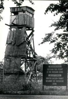 Berlin-Spandau, 1962, Ortsteil Kladow. Dieser Wachturm der DDR-Grenzer stand den Angaben des Fotografen zufolge nahe dem Glienicker See. Foto: Imago