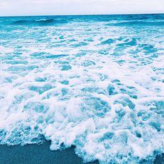 Pin // kahlinanicole ❁ summer vibes синий, эстетика и обои. Light Blue Aesthetic, Blue Aesthetic Pastel, Rainbow Aesthetic, Beach Aesthetic, Aesthetic Pastel Wallpaper, Aesthetic Colors, Aesthetic Images, Aesthetic Backgrounds, Aesthetic Wallpapers