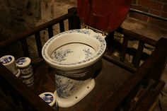 A Thomas Crapper designed Victorian toilet Victorian Toilet, Victorian Bathroom, Victorian Era, Thomas Crapper, Downstairs Loo, New Toilet, Toilet Design, Dream Furniture, Beautiful Bathrooms
