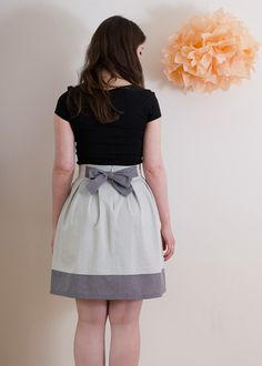 Deer and Doe Sewing Pattern: High waisted skirt with inverted box pleats &  contrasting hem band.