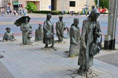 The Monument Of An Anonymous Passerby, Wroclaw, Polen Bratislava, Robin Wight, Louise Bourgeois, Nelson Mandela, Guan Yu, Famous Sculptures, Art Sculptures, Grandeur Nature, Life Size Statues