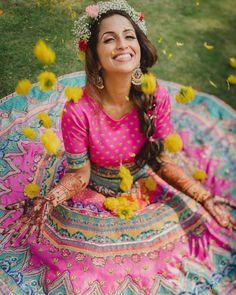 Indian Dresses, Indian Outfits, Indian Clothes, Mehndi Function Dresses, Mehndi Decor, Mehendi, Mehndi Outfit, Vogue Wedding, Tarun Tahiliani