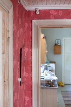 Red Kiurujen yö -wallpaper. Note to self: needs a well-lit room, preferably natural light.