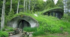Underground Houses: The Ultimate In Off-Grid Living? - Off The Grid News Underground Houses: Would love a house like this up in the mountains surrounded by nature. Maison Earthship, Earthship Home, Green Architecture, Landscape Architecture, Sustainable Architecture, Contemporary Architecture, Green Building, Building A House, Building Plans