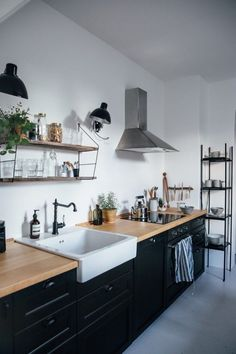 Interior Design Kitchen A compact Ikea country kitchen outside Berlin by the creative couple behind Our Food Stories New Kitchen, Kitchen Dining, Kitchen Decor, Timber Kitchen, Kitchen Ideas, Smart Kitchen, Kitchen Styling, Black Kitchens, Home Kitchens