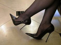 stilettos with nylons hosiery Sexy High Heels, Extreme High Heels, Frauen In High Heels, Super High Heels, Womens High Heels, Stilettos, Pumps, Stiletto Heels, Nylons Heels