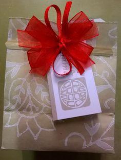Bomboniera solidale in carta di seta realizzata dalle volontarie ...