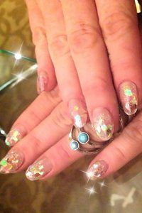 Lindsey Lohan loves glitter! Check out this sparkly manicure. #nails #nailart #nailporn