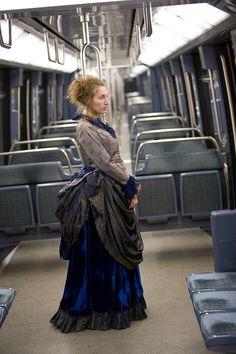 Robe à tournure XIX° - XIXth century bustle dress www.vertugadins.com photographe : www.unjourdansletemps.com