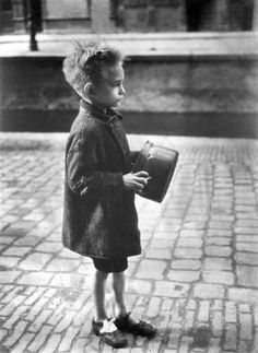 Boy with pan on his way to a soup kitchen food distribution, Amsterdam, 1945 - by Emmy Andriesse (1914 -1953), Dutch