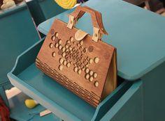 Bolso de mano de 2 caras de mujer de moda, hecho con madera contrachapada, seda, cuero-gran regalo para cualquier ocasión Este bolso puede ser también 1 lateral. Si usted desea comprar en color de la tela diferente por favor escríbeme un masaje. ---------------------------------------------------------------------- MATERIAL 3-4mm/1/8 espesor abedul Disponible en varios colores de seda --------------------------------------------------------------------- MEDIDAS Longitud: 31,4 cm &...