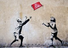Dieses Streetart Stück stammt von dem wohl berühmtesten Street Artist der Szene - dem aus Bristol stammenden Banksy, der sich trotz mehrerer Millionen