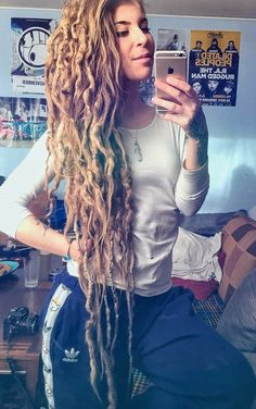 Gorgeous curly dreads