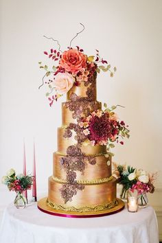 Five-tiered luxury wedding cake with a rose gold finish and a cascade of hand-crafted sugar flowers. Photographed by Kate Nielen Photography 5 Tier Wedding Cakes, Whimsical Wedding Cakes, Metallic Wedding Cakes, Wedding Cake Fresh Flowers, Diy Wedding Cake, Luxury Wedding Cake, Elegant Wedding Cakes, Beautiful Wedding Cakes, Wedding Cake Designs