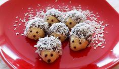 Hledáte recept na vánoční cukroví, na kterém by se mohly vyřádit i děti? Tak na to jsou nejlepší vánoční ježci. Jedná se o jednoduchý recept s roztomilým výsledkem a skvělou chutí. Christmas Sweets, Christmas Cookies, Christmas Time, Christmas Decorations, Christmas Recipes, Doughnut, Sweet Tooth, Sweet Treats, Muffin
