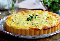 Tærte med kartofler og timian (Pie with potatoes and thyme) DANISH Quiches, Good Food, Yummy Food, Danish Food, Savoury Baking, Cooking Recipes, Healthy Recipes, Pizza, Side Recipes