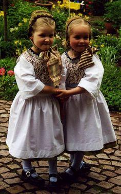 2001 Blankeneser Kinder in Tracht