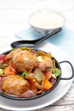 Sweet & Sour Pork Meatballs a family favourite -Now you can make a healthier version of this family favourite in the Thermomix. The recipe includes loads of vegetables so you won't have to make a side dish. Pork Recipes, Healthy Recipes, Easy Recipes, Quiche Lorraine Recipe, Pork Meatballs, Dinners To Make, Recipe Please, Evening Meals, Ketogenic Recipes