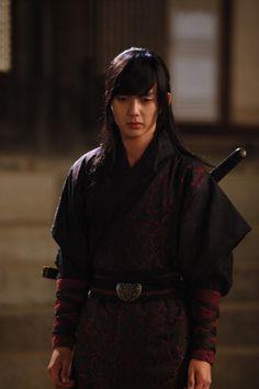Yeo Woon looking all pensive. Like you do Yeo Woon, like ya do.