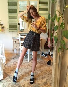 also full ootd from the other day, gap sweater brandy skirt, h&m belt and Jeffrey Campbell shoes. (30 dollars from 100+!!!) Instagram: beansiie
