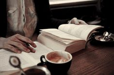 Coffee And Books, Coffee Love, Coffee Break, Coffee Cups, Tea Cups, Coffee Coffee, Coffee Reading, Drink Coffee, Reading Books