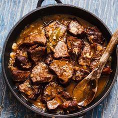 Námořnické hovězí Czech Recipes, Ethnic Recipes, Iron Pan, Sweet Home, Food And Drink, Meat, Chicken, Czech Food, Kitchen
