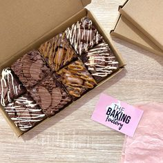 Brownie Packaging, Baking Packaging, Dessert Packaging, Chocolate Packaging, Box Brownies, Fudgy Brownies, Brownie Cake, Jars Of Sweets, Bistro Food