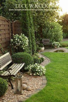 Beautiful Backyard And Frontyard Landscaping Ideas 150. I love the practicality of a brick border. #backyardbenchgarden