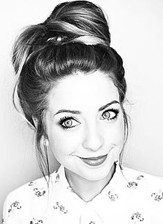 she is a great you-tuber who does beauty and fashion videos but she also does fun vlogs and collaborations with other you tubers such as her brother and her best friends like sprinkle of glitter. Zoella Beauty, Hair Beauty, Perfect People, Pretty People, Zoe Sugg, Fashion Videos, Best Youtubers, Celebs, Celebrities