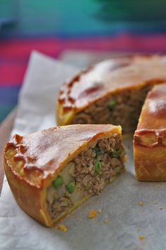 Nadiya's Family Favourites: Samosa Pie – Food: Veggie tables Lamb Recipes, Curry Recipes, Indian Food Recipes, African Recipes, Meat Appetizers, Appetizer Recipes, Nadiya Hussain Rezepte, Pastry Recipes, Gastronomia
