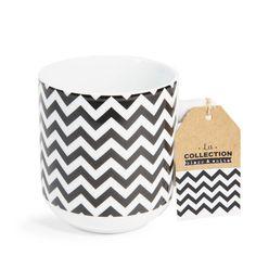 Mug motif zigzag en porcelaine BLACK & WHITE | Maisons du Monde Motif Zigzag, Zig Zag, Chevron, Modern Design, Black And White, Lovely Things, Tableware, Inspiration, Kitchen