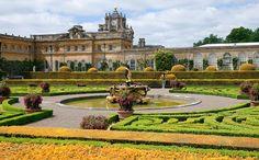A palota kertje is őszi hangulatot áraszt