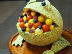 Great recipe for A Hungry Frog-Shaped Melon Bowl Dessert. Since I bought a melon baller, I wanted to come up with a way to use it!  You can use kitchen shears to make the the eyes and the hands. You could add not just fruits, but also jelly, for example, and it would look pretty and refreshing!