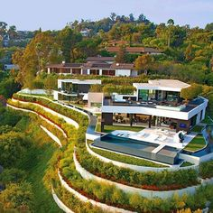 I am now moving into my Beverly Hills mansion! Architecture Design, Amazing Architecture, Millionaire Homes, Dream Mansion, Dream Homes, Mega Mansions, Luxury Mansions, Modern Mansion, Modern House Design