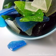 How perfect is this idea for a beach theme party? Sea glass candy! You can find the recipe on the blog.
