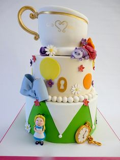 Super cute Alice in Wonderland cake.