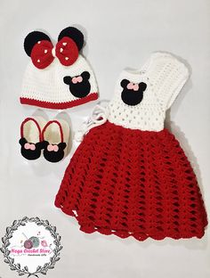 This Mickey Minnie Mouse Baby Dress Set Free Crochet Pattern is perfect for Minnie m Mouse fans. Your beautiful baby girl will look so cute in this little outfit. Ravelry: Mickey Mouse Baby Romper pattern by Engy Mohsen When the weather gets hot, it's tim Crochet Girls Dress Pattern, Baby Romper Pattern, Baby Girl Crochet, Crochet Baby Clothes, Crochet For Kids, Crochet Pattern, Free Pattern, Crochet Baby Dresses, Crochet Ideas
