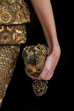 Alexander McQueen at Paris Fashion Week Spring 2013 - Details Runway Photos Alexander Mcqueen, Gold Fashion, Fashion Details, Paris Fashion, 1930s Fashion, Fashion Vintage, Victorian Fashion, Fashion Fashion, Baroque
