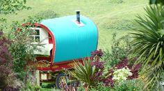A real Gypsy Wagon to live in! Romantic Breaks, Gypsy Wagon, Outdoor Spaces, Outdoor Decor, Gypsy Life, Tiny House Movement, Tiny Houses, Glamping, Camper