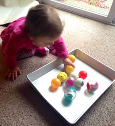 Baby play - Tray of balls