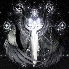 Metatron: Também conhecido como Metatron, Matretton, Mittron, Metaraon, Merraton. Nos escritos que não pertencem às escrituras, Metraton é um super anjo. O seu nome inclui o título de Rei dos Anjos, Príncipe da Face Divina, Anjo da Promissão e muitos outros. Ele liga o humano ao divino. É o Senhor dos Pesos e Medidas (uma espécie de Inmetro celestial). Metraton é o mais exaltado ser das Hostes Angélicas. Rege e administra todas as hierarquias divinas que trabalham...