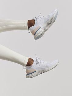 Nike WMNS NIKE EPIC REACT FLYKNIT - Pure platinum Pure platinum-particle  beige-celesti - Fashion Activewear Running 4b77bfbe3