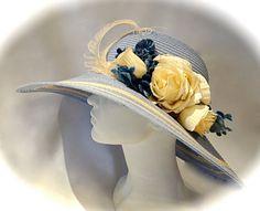 Powder Blue & Ecru Vintage Flower Derby Mother di Marcellefinery
