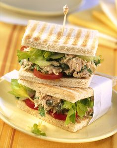 Pikantes Thunfisch-Sandwich mit Kapern