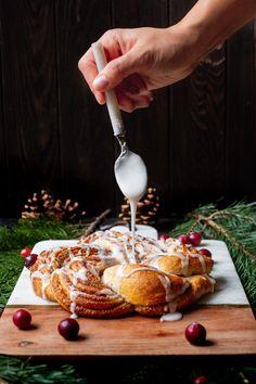 Merkur Blog | Nuss-Zimt Kranz Camembert Cheese, Dairy, Christmas, Blog, Banana, Christmas Eve, Weihnachten, Almonds, Cinnamon